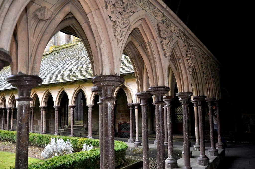 abbaye et cloitre du mt saint-michel