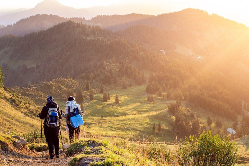deux alpinistes en randonnée